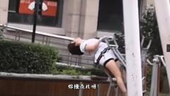 搞笑视频:大姐健身动作能不能小点,真怕你把