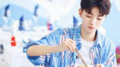 王俊凯是个搞笑*oy吧,明明是个清爽帅气的男孩