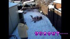 生猛 泳装妹子玩雪出糗集锦 05