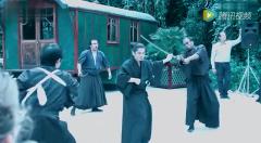 巴黎日本武士的滑稽武术表演,很有趣,很搞笑