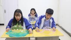 3个学生比赛玩无硼砂泥,输的人给赢的人写一个