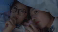 林妙妙和小琪在宿舍偷看手机,不料老师竟突击