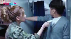 恋爱先生:美女厕所门口堵着小哥,一张口就让