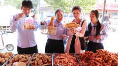 老师带同学们又去买炸鸡,没想到倩倩同学非要