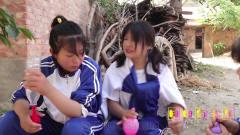 童年趣事:田田教小伙伴用气球灌水做苹果,没